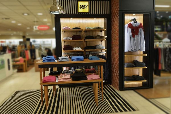 Retail: Corner Newman